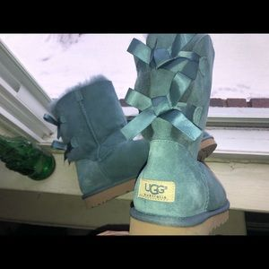 Teal double bow uggs